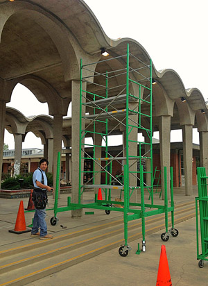 Multilevel scaffolding for event centers